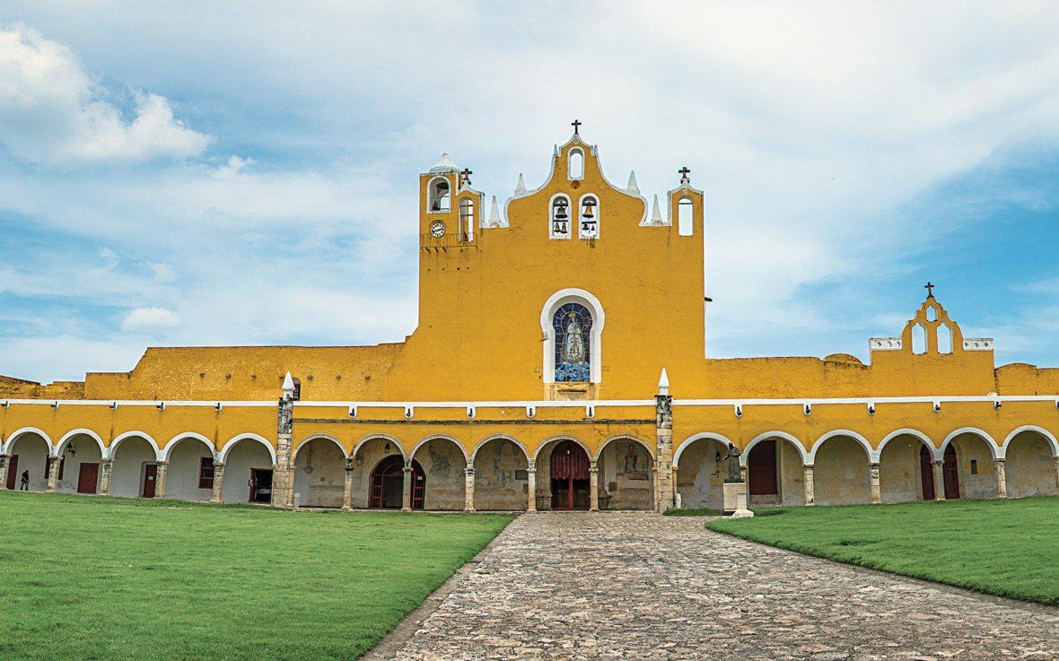 Convento Franciscano de Izamal, Siglo XVI