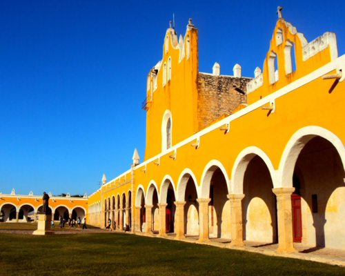 Desde Cancún es posible conocer Izamal
